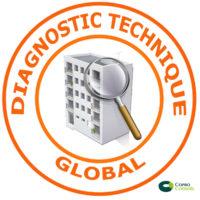 immeuble à la loupe entouré d'un tampon diagnostic technique global