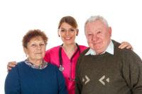couple âgé avec une infirmière - résidence service - loi ENL
