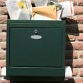 boite aux lettres pleine de courrier pour illustrer locataire parti à la cloche de bois