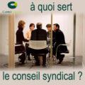 Réunion de 5 personnes pour symboliser le conseil syndical d'une copropriété